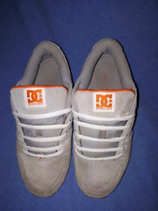 DC Sneakers Womens/Girls Size 9,Skateboarding