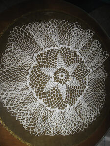 OLD VINTAGE HAND CROCHETED RUFFLE-EDGED PARLOUR TABLE DOILIES