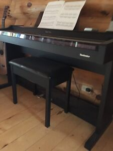 TECHNICS electric Piano - weighted keys