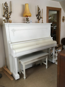 FREE BEAUTIFUL ANTIQUE PAINTED PIANO WITH BENCH BOOKS NOT INCLUD