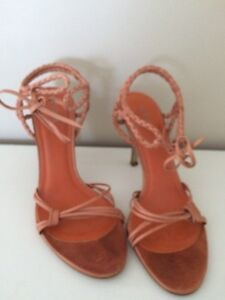 Size 7.5 Guess shoes