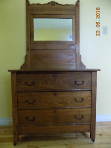 Antique oak dresser - 3 drawers with mirror