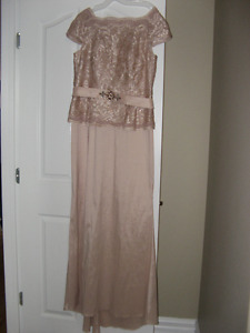 CAP SLEEVE SEQUENCE LACE GOWN