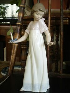 "NAO Lladro Figurine- "" To Light The Way "" #1155 Kitchener / Waterloo Kitchener Area image 1"