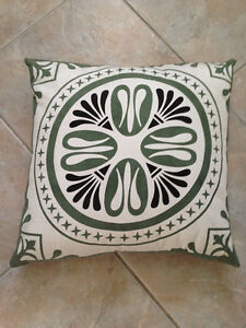 Large Outdoor Decorative Pillow Kitchener / Waterloo Kitchener Area image 1