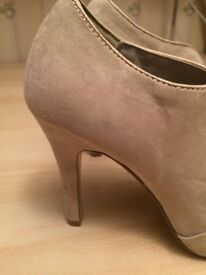Beige suede effect peep toe shoes size 7