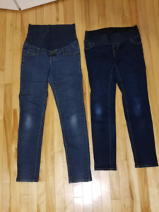 Maternity jeans size small.