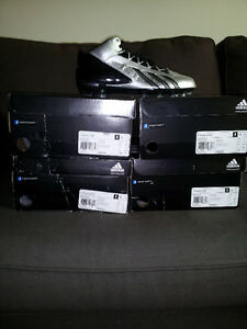 Souliers/Cleats Adidas**NEUF** pour 60$