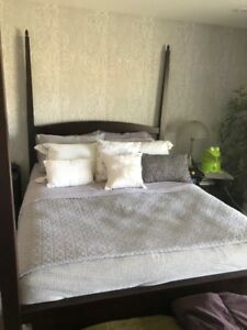 4 post bed frame with mattress/box spring