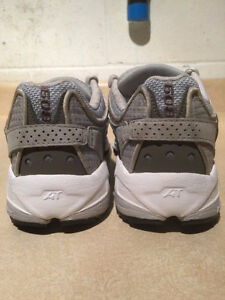 Women's New Balance AT Abzorb608 Running Shoes Size 7 London Ontario image 2