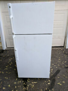 GOOD CONDITION GE FRIDGE FOR SALE