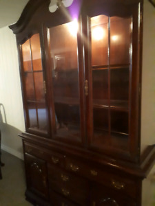 Beautiful dining room Hutch, table and 4 chairs sold separately