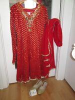 Sari indien rouge, Gr 8-9.  Porté une seule fois.