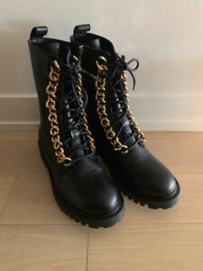 MOSCHINO x HM - Size 42 M - Unworn - Black Leather + Gold Boot