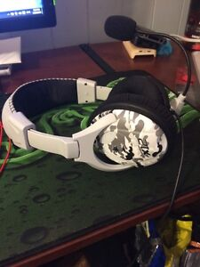Special Arctic Edition Turtle Beach EarForce x12 Gaming Headset