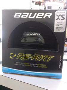 Bauer RE-AKT Senior Hockey Helmet, size x-Small