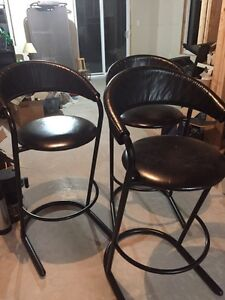 """3 Bar stools 30"""" high 30$ for all 3"""
