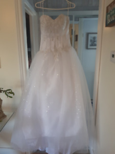 New Wedding  Gown Size 6