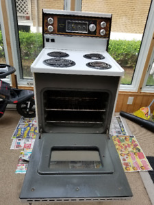 """Cuisinière Stove 24"""" inch fully CLEAN mint condition"""
