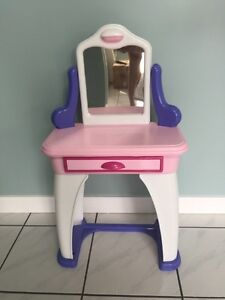 Kids makeup table / vanity