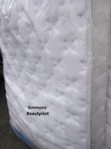 Queen Simmons Beautyrest Pillowtop Mattress Set---