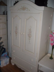 ARMOIRE WITH HAND PAINTED FLORAL MOTIF IN EXCELLENT CONDITION