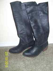 Knee High Black Ladies Boots, Size 8