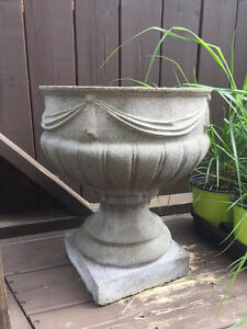 Pot à fleurs en ciment / béton