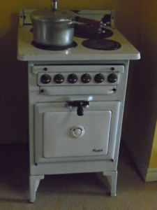 Vintage electric stove made by Guelph Stove Company, Guelph Ont.