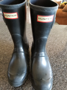 HUNTER BOOTS - youth size 6 - Black