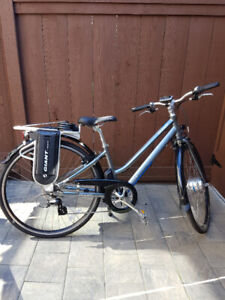Women's E-Bike with battery pack. Excellent condition