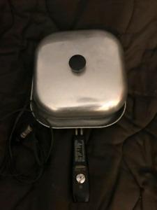 Vintage electric fry pan. Sunbeam.