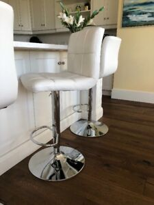 White kitchen barstools