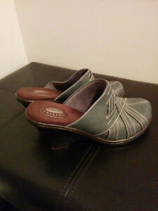 Shoes, all size 7.5, in great condition! Kitchener / Waterloo Kitchener Area image 4