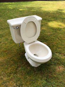 USED 2pc Working Toilet, comfortable and in good condition.