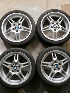 "BMW mags/wheels 18"" staggered OEM avec pneus."