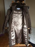 Neuf manteau Calvin Klein 90%duvet médium val 420$