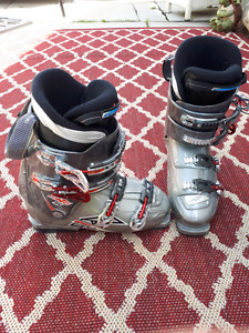 315mm (men's 9-9.5) USED NORDICA ONE S 65 SKI BOOTS