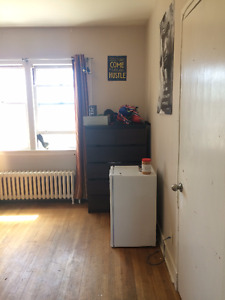ALL INCLUSIVE 1 bedroom in 2 bedroom house May- August Sublet