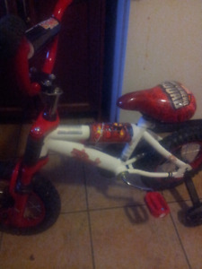 Boy spidetman bike almost ne w trainng wheels