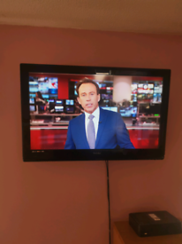 32 inch Tv with DVD and Freeview