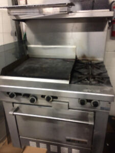 GARLAND GAS RANGE WITH OVEN