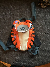 Trespass tiger reins backpack