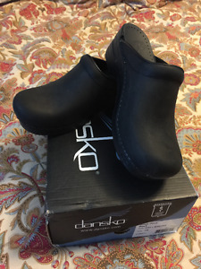 NEW - Dansko Sonja Leather Clogs Brand - Size 39