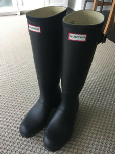 Hunter Boots - size 7 - Women's Original Tall Rain Boots: Black