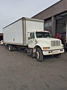 1998 International 4300 DT466 26' Box 5 Ton Straight Truck