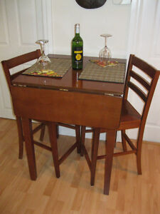 Beautiful Pub nook style table set w/fold down sides great shape