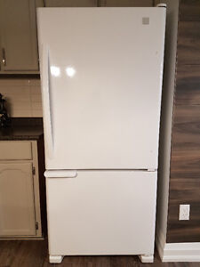 Almost New Kenmore Fridge and Stove/Oven Availalbe!