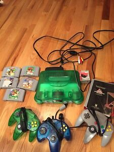 Console jungle green, 5 jeux, 3 manettes et 1 booster pack