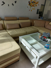 Living room furniture's
